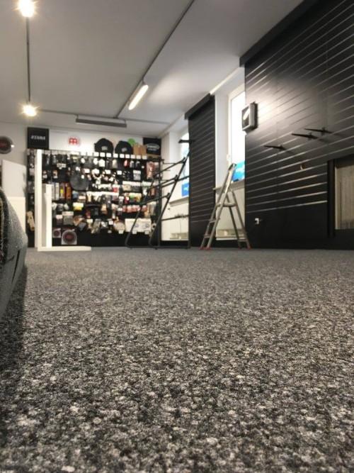 Das neue Licht lässt den frisch verlegten Boden richtig gut aussehen!